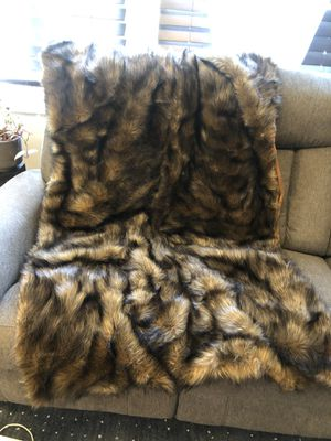 Gorgeous Faux Fur Blanket for Sale in Pasadena, CA