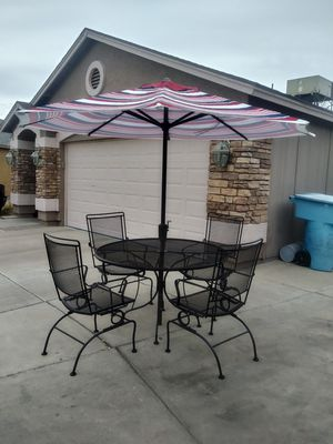 beautiful metal patio furniture in very good condition for Sale in Phoenix, AZ