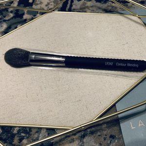 50% OFF RETAIL_ LARUCE LR342 Contour Blending Brush for Sale in Mission Viejo, CA