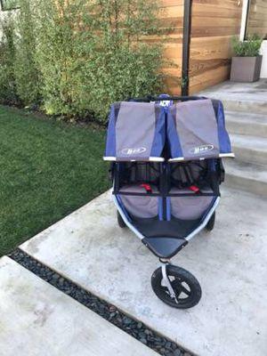 Bob SE Revolution Duallie double stroller for Sale in Fairfax, VA