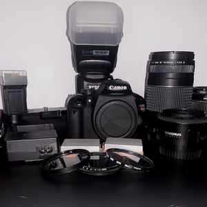 Canon T2i With Lenses And Accessories for Sale in Virginia Beach, VA