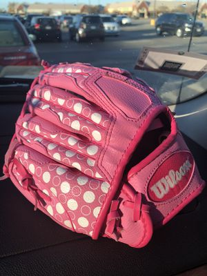 Girls baseball Gloves for Sale in Chicago, IL