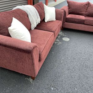 Beautiful And Clean Burgundy Couch Set! for Sale in Vancouver, WA