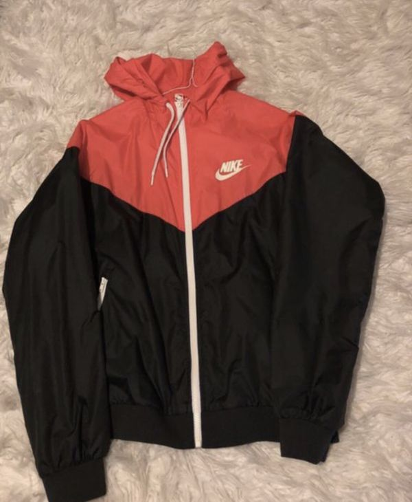 Nike women's windbreaker!!