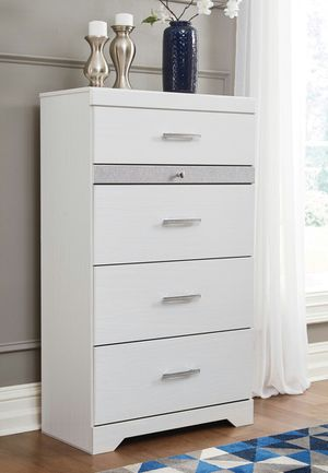 Ashley Furniture 5-Drawer Chest, White for Sale in Santa Ana, CA