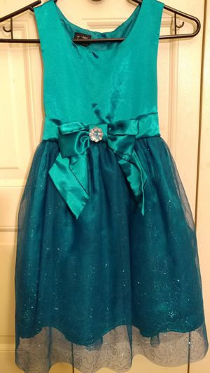 Girls Holiday/Formal Dress Size 7/8 for Sale in Modesto, CA