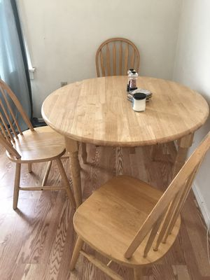 5piece table set solid wood for Sale in Ontario, CA