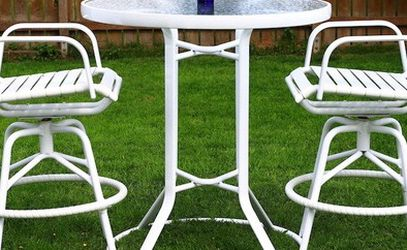 Brown Jordan Patio Set. Two Bar Stools And Bar Height Table. Very Well Constructed And Powder Coated. No Rust Ever. Excellent Condition. for Sale in Auburn,  WA