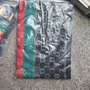 Gucci Sweater And A Matching Scarf for Sale in Lanham, MD