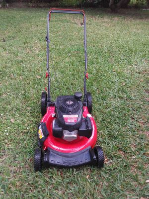Lawnmower lawn mower troy bilt Power by Honda start right up. for Sale in Hollywood, FL