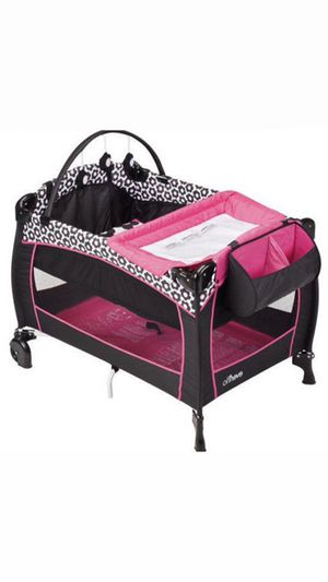 Pac N Play with bassinet & Changing table for Sale in Orlando, FL