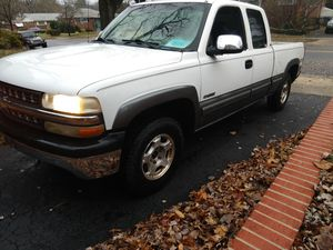 2001 Chevy Silverado extended cab 4 wheel drive for Sale in North Bethesda, MD