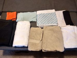 9 towels and 1 kitchen cloth for Sale in Austin, TX