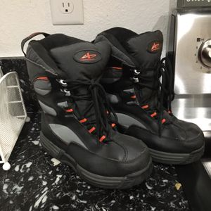 Boys Snow Boots Size 4 for Sale in Las Vegas, NV