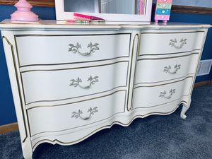 Girls bedroom Furniture for Sale in Arnold, MO
