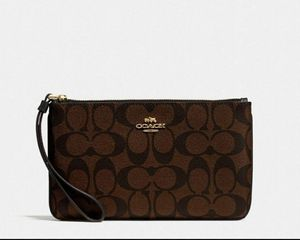 COACH Wristlet (Excellent Condition) for Sale in Silver Spring, MD
