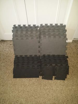"""Foam workout gym mats 1/2"""" thick. 4'9 x 4'9 with edges added. 16 grey mats (12 foot x 1 foot) 16 black sides and 4 corners. for Sale in Deerfield Beach, FL"""