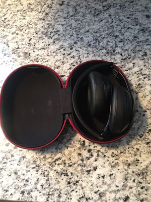 Dr. Dre Wireless Beats 1st Generation (not working) for Sale in Maryville, IL