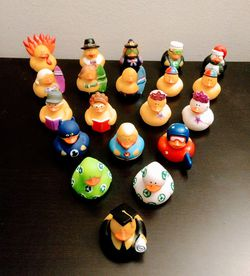 20 Mini Rubber Duckies (Pick up🛒 In Bellevue) Check Out My Other Posts 🤹🏻♂️ for Sale in Bellevue,  WA