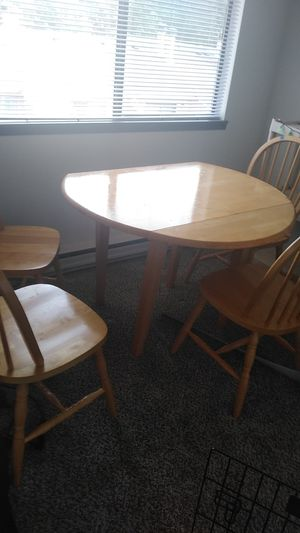 Table set of 4 chairs for Sale in Everett, WA
