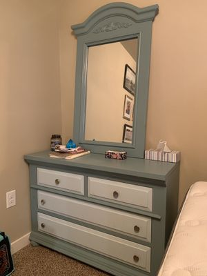 Dresser with mirror for Sale in Port Orchard, WA