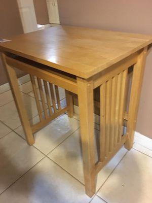 Small Desk for Sale in Hialeah, FL