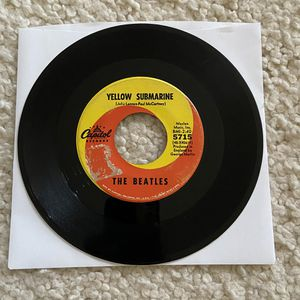 """The Beatles """"Yellow Submarine/Eleanor Rigby"""" vinyl 7"""" single 1966 Capitol Records Original Scranton Pressing not a reissue nice player copy Psychedel for Sale in Laguna Niguel, CA"""