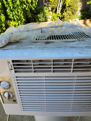 Freee Window AC working but smells to be honest for Sale in San Marcos, CA