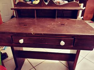 Small Brown desk for Sale in Pensacola, FL