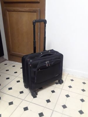 "17"" X 13"" SAMSONITE 360 ROLLER HAND CARRY-ON LUGGAGE IN EXCELLENT CONDITION for Sale in Dallas, TX"