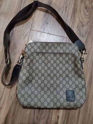 GUCCI CROSSBODY BAG for Sale in Los Angeles, CA