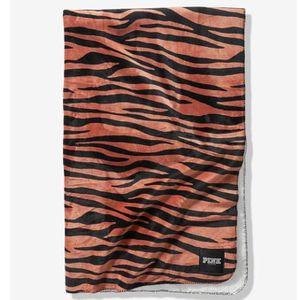 Victoria's Secret PINK Peach Blurred Zebra Sherpa Blanket for Sale in Covina, CA