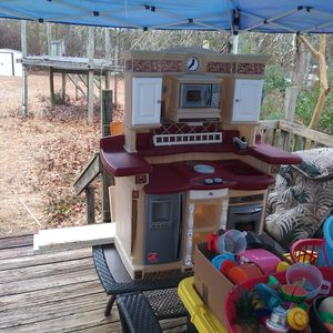 Step 2 Play Kitchen W/Accessories for Sale in Lexington, SC