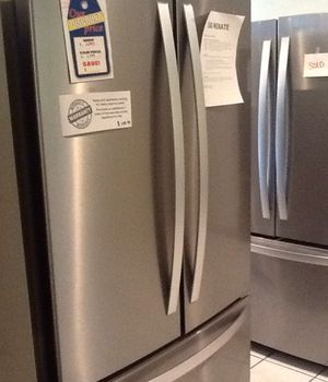 New open box whirlpool french door refrigerator WRF540CWHZ for Sale in Downey, CA