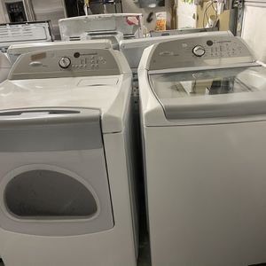 Whirlpool Cabrio Wacher Machine And Dry for Sale in Meriden, CT