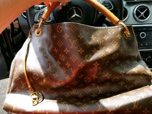 Louis Vuitton Artsy for Sale in Baytown, TX