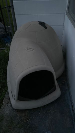 XL dog igloo doghouse for Sale in Holiday, FL