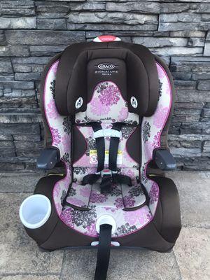 GRACO SIGNATURE SERIES CONVERTIBLE CAR SEAT for Sale in Rialto, CA