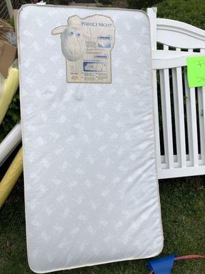 Baby crib white for Sale in Addison, IL