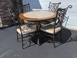 Kitchen table w/ chairs for Sale in Carol Stream, IL