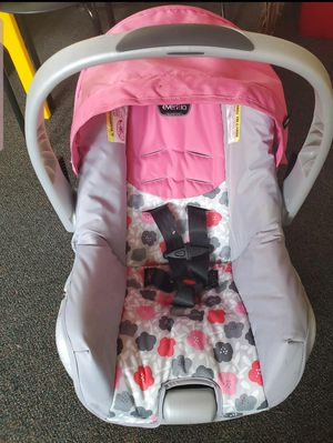 New infant carseat and base for Sale in Sycamore, IL