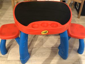 Crayola art desk chalk board top 2 stools included toddler kids for Sale in Orlando, FL