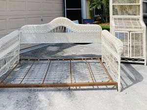 Vintage rattan/wicker day bed frame and hutch for Sale in Brandon, FL