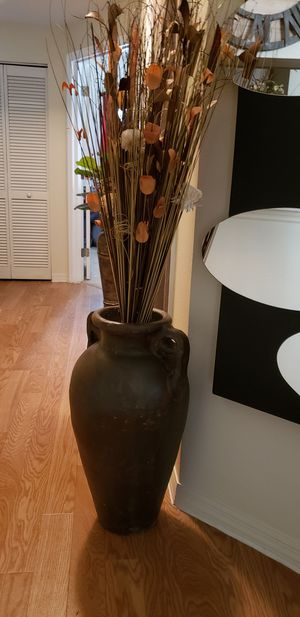 Heavy Floor Vase with Decorative for Sale in Tampa, FL
