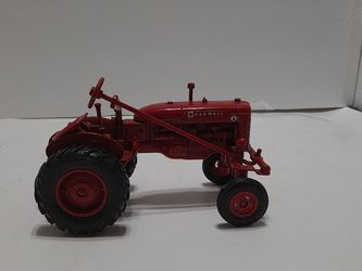 Ertl Farmall Red Tractor Metal Toy for Sale in Greensboro,  NC