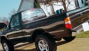Is Good All original and rust free // toyota tacoma 01 for Sale in Orlando, FL