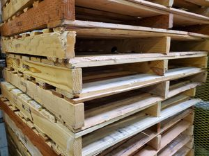 """2 way wood pallets 48""""×48"""" for Sale in Portland, OR"""