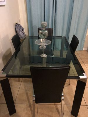Dining Table & chairs for Sale in Highland, CA