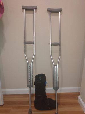 Bota ortopedica #large y muletas seminuevas en venta o cambio x algo de mi agrado for Sale in Aurora, CO