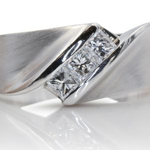 U1031 MENS DIAMOND WEDDING RING BAND 0.60CT 14K GOLD 8.50GRAMS for Sale in San Diego, CA